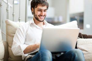 عوارض قرار دادن لپ تاپ روی شکم و پا