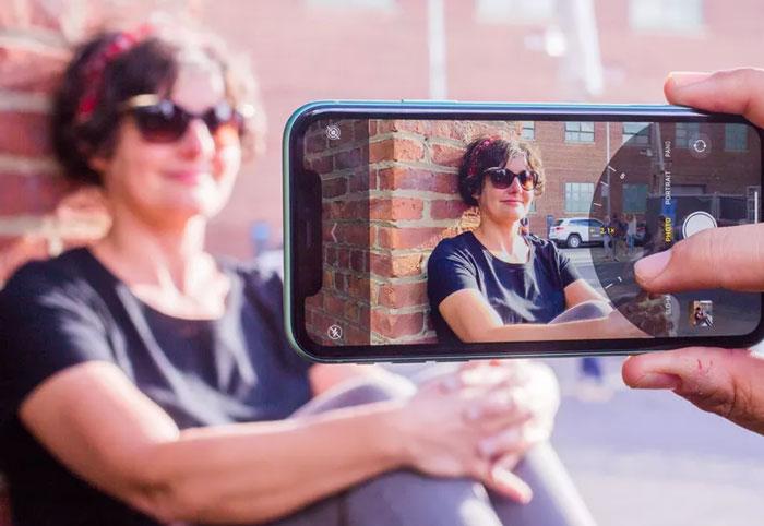 iPhone 11 بین یک زاویه دید عریض