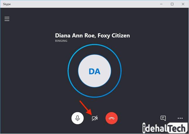 میتوانید با انتخاب آیکون webcam در پایین صفحه، تماس را تصویری کنید