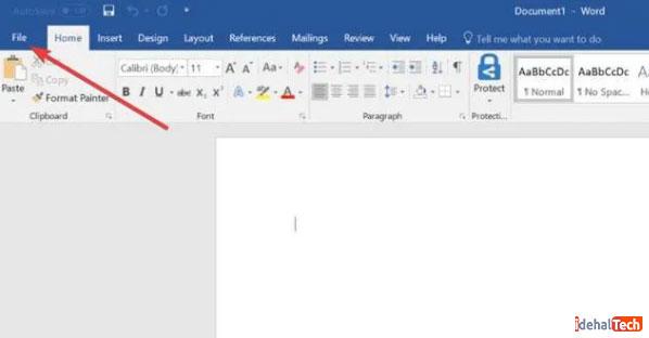 انتخاب منوی File در Microsoft Word