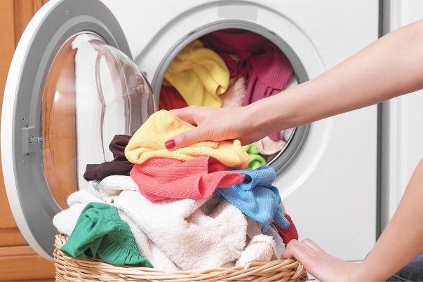 تمیز نشدن لباس در لباسشویی